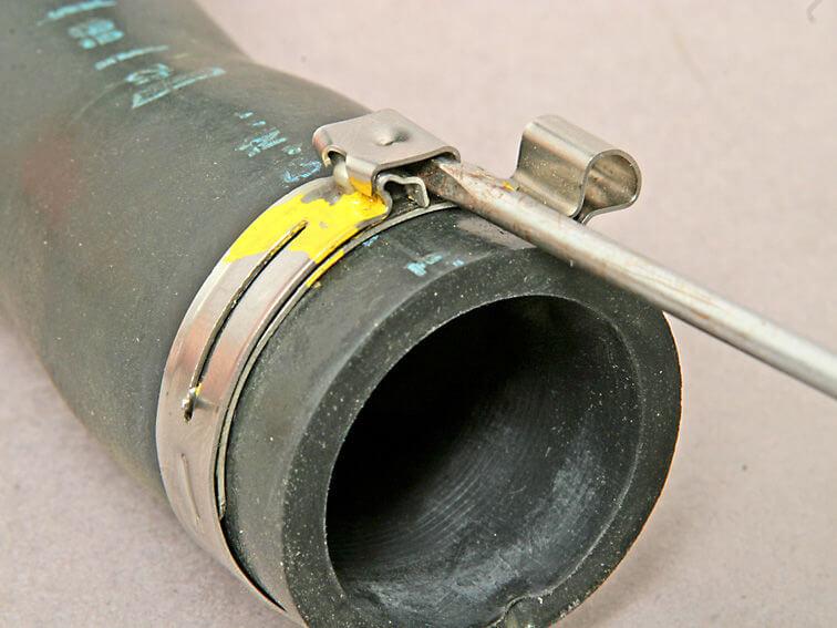 как заменить патрубок охлаждения рено логан