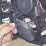 Замена ламп габаритов передних фар Рено Логан 1,4